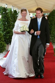 The Duchess Maria Anna of Bavaria , youngest daughter of Duke Max in Bavaria and Countess Elisabeth Douglas, granddaughter of Duke Albrecht of Bavaria and Countess Maria von Draskovich Trakostjan, was married 8 September 2007 to Klaus Runow Tegernsee. The bride was wearing the diamond tiara-shaped flowers that was also worn by her sisters the Duchess Sophie, Caroline and Maria Elisabeth during their marriage with Prince Alois of Liechtenstein, Duke of Württemberg and Philippe Daniel…