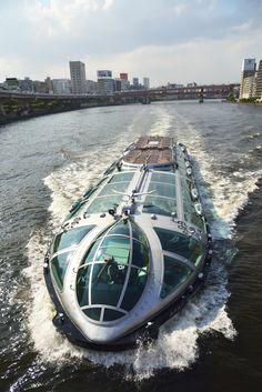 Tokyo Mizube Lines Water-bus from Tokyo Bay on board the Port of Tokyo, Kanda River, Sumida River, and Arakawa. 東京港、神田川、隅田川、荒川という東京湾を船上から楽しめる。