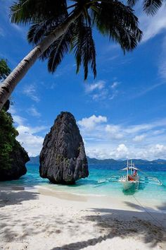 Bacuit Bay, Philippines... Hope & May #inspiration [Instagram @hopeandmay]