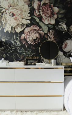 Gild your Malm dresser with gold contact paper. Gild your Malm dresser with gold contact paper. Hack Ikea, Ikea Dresser Hack, Ikea Malm Hacks, Ikea Havks, Ikea Malm Nightstand, Ikea Hack Gold, Ikea Malm Drawers, Ikea Malm Bed, Diy Dressers