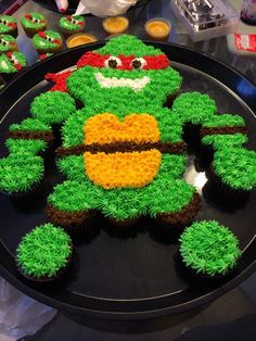 Teenage Mutant Ninja Turtle cake created with cupcakes Cute Cupcakes, Birthday Cupcakes, Cupcake Cookies, Ladybug Cupcakes, Kitty Cupcakes, Decorated Cupcakes, Snowman Cupcakes, Giant Cupcakes, Pull Apart Cupcake Cake