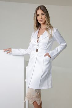 Dental Uniforms, Doctor Coat, Spa Uniform, Lab Coats, Medical Scrubs, Nursing Clothes, Office Outfits, Chic, Ideias Fashion