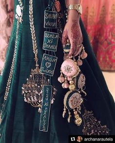 Trending Latkan Designs For Blouse & Lehenga That Are Sure To Glamourize Your Bridal Look! Indian Bridal Outfits, Indian Bridal Lehenga, Indian Designer Outfits, Indian Dresses, Wedding Lehnga, Indian Wedding Gowns, Designer Bridal Lehenga, Dress Wedding, Blouse Lehenga