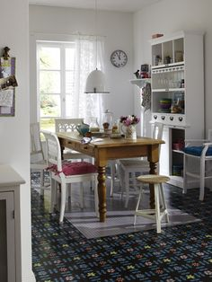 I like this floor - gives me an idea for painting the vinyl