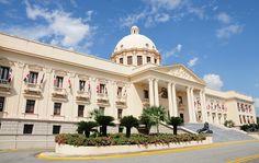 El Presidente de la República, Danilo Medina, emitió el decreto número 268-15, que fija el precio de la vivienda de bajo costo en un valor máximo de 2.4 millones