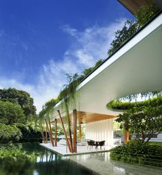Other typical materials used in the contemporary house exterior include concrete, stone or wooden cladding, normally without vibrant colours and with large areas of homogeneous colour or texture. Organic Architecture, Contemporary Architecture, Architecture Design, Landscape Architecture, Contemporary Houses, Pavilion Architecture, Residential Architecture, Modern Exterior, Exterior Design