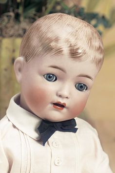 "Theriault's Antique Doll Auctions - 15.5"" K*R 127 with Molded Hair, ca. 1915"