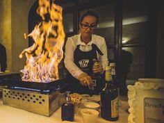 On fire 🔥 Bar à Brochettes de fruits flambées - l'Atelier coup de ❤️   #ateliertraiteur #artisaninspiré #foodlover #fruits #weddingday #atelierculinaire #fruitsframblés #yummy #EventCatering