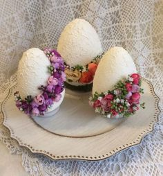 Adapt to ribbon with thread wrap base . Hoppy Easter, Easter Bunny, Easter Eggs, Easter Egg Crafts, Easter Projects, Spring Crafts, Holiday Crafts, Deco Fruit, Diy Osterschmuck