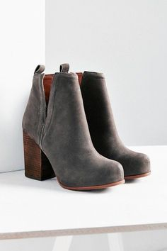 Stunning and trendy ankle boots for the women Have you been thinking about ankle boots or may be even about suede ankle boot. Go to the site just click the grey tab for additional selections :-Sexy women's ankle boots. Ankle Boots, Bootie Boots, Shoe Boots, Grey Booties, Boot Heels, Heeled Boots, Sneakers Shoes, Shoes Heels, Louboutin Shoes