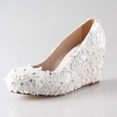 139.00$  Watch now - http://alim6o.worldwells.pw/go.php?t=32477806174 - Handmade white lace shoes with sewed pearls rhinestones woman wedge shoes elegant bridal wedding pumps party prom event shoes