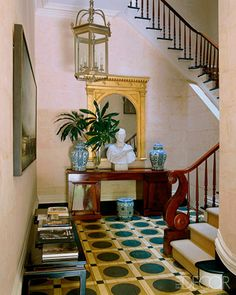 painted flooring Painted Wood Floor Designs - ELLE DECOR Interiors by Miles Redd. Painted floor inspired by inlaid stone floors at Chateau de Groussay. Wood Floor Design, Painted Wood Floors, Townhouse Designs, Chinoiserie Chic, Entry Foyer, Entrance Hall, Garden Seating, Floor Patterns, Visual Comfort