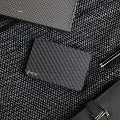 PITAKA New Carbon Fiber wallet is now available on Kickstarter