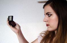 Découvrez le makeup bordeaux d'Autour de Cia !