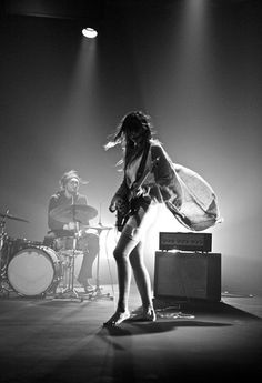 Beautiful shot of Warpaint guitarist Theresa Wayman from video for Elephants. I'm looking forward for tomorrow night's show at The Vic Chicago after missing out three years ago #excited