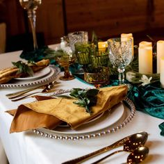 Beautiful fall wedding table setting decorations in gold and emerald green color palette. Gold and emerald green place setting for fall wedding using velvet tablecloths and napkins from CV Linens. Elegant velvet wedding linens for fall and winter wedding decorations on a budget. #fallwedding #fallweddingdecorations #weddingdecorations #winterwedding #emeraldgreenwedding Cheap Linens, Catering Trays, 90 Round Tablecloths, Emerald Green Weddings, Wedding Decorations On A Budget, Gold Wedding Theme, Green Colour Palette, Wedding Linens, Wedding Table Settings