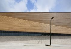 Janine Jambu Sports Centre / Nomade Architects | ArchDaily