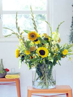 large bouquet by the bar: Sunflower Gladiolus Celosia Gerbera Gloriosa Summer Flowers, Love Flowers, Dried Flowers, Yellow Flowers, Beautiful Flowers, Gladiolus Arrangements, Yellow Flower Arrangements, Flower Vases, Floral Centerpieces