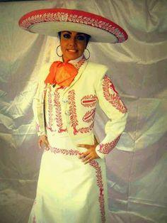 Bonito traje de charro femenil