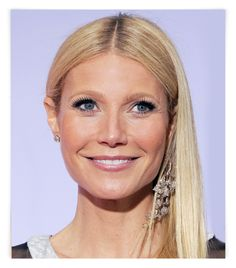 Gwyneth Paltrow - mismatched earrings