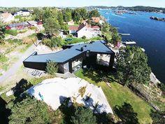 Driv Arkitekter | Bolig Sandefjord House By The Sea, Villa, Mansions, House Styles, Home Decor, Decoration Home, Room Decor, Villas, Interior Design