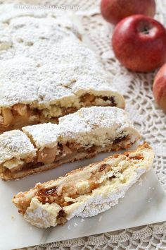 Short pastry strudel with apples of Dolcissima Stefy Apple Recipes, Sweet Recipes, Cake Recipes, Dessert Recipes, Happiness Recipe, Crostata Recipe, Short Pastry, Pie Co, Torte Cake