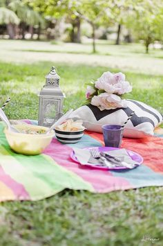 The perfect picnic inspiration // Inspiración para un picnic de verano // Little * Haus Magazine Picnic Blanket, Outdoor Blanket, Nordic Style, Table Decorations, Day, Photography, Html, Home Decor, Decorating
