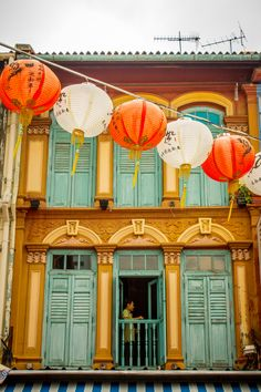 Man standing in door in Chinatown Singapore Attractions, Singapore Map, Visit Singapore, West East, Dec 2016, Buildings, Branding, Concept, China