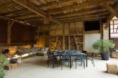 Location du gîte de charme «Le Nussbaum» pour des vacances en Alsace (France): la cour et la terrasse
