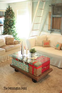 How clever is this Christmas coffee table? Go here to see how she did it!!