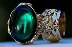 Arty Oval Ring Emerald Green Vintage Glass Gold Chunky Armor Knuckle Art Gift Statement Size 7