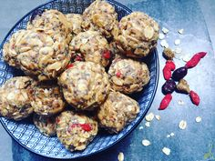 The-peanut-energizes-the-oat energy balls Energy Balls, Whole Food Recipes, Peanut Butter, Vegetarian, Snacks, Vegan, Cooking, Healthy, Ethnic Recipes