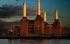 This photo from London, England is titled 'Battersea Power Station, London'. Landscape Photos, Landscape Photography, Art Deco Stil, Battersea Power Station, Art Deco Buildings, Famous Buildings, Great Works Of Art, London Landmarks, London Architecture