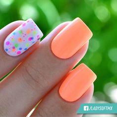Ponle color a tu día empezando por tu manicure, ¿Qué te parece este diseño?   A nosotras nos encantan.