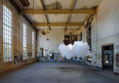 Nouvelles oeuvres de Berndnaut Smilde, l'homme qui crée des nuages - Journal du Design