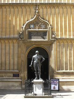 Bodleian Library  -  statue of William Herbert, 3rd Earl of Pembroke KG PC (8 April 1580 – 10 April 1630) was the Chancellor of the University of Oxford and he founded Pembroke College, Oxford with King James.