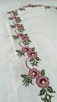 This Pin was discovered by Gül Cross Stitch Borders, Cross Stitch Rose, Cross Stitch Flowers, Cross Stitch Designs, Embroidery Motifs, Cross Stitch Embroidery, Bordado Popular, Crochet Bedspread, Beaded Jewelry Patterns