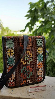 Palestinian Cross Stitch Art, Cross Stitching, Cross Stitch Embroidery, Modern Cross Stitch Patterns, Cross Stitch Designs, Embroidery Bags, Embroidery Patterns, Palestinian Embroidery, Tapestry Crochet