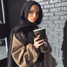 ideas fashion hijab summer outfit ideas for 2019 Modern Hijab Fashion, Street Hijab Fashion, Fashion Mode, Muslim Fashion, Fashion Art, Style Fashion, Aesthetic Fashion, 80s Fashion, Fashion Killa