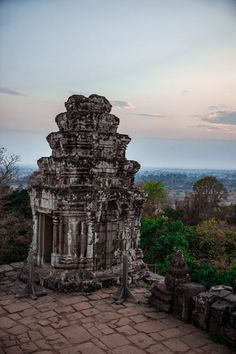 Atop Bakheng mountain sits the beautiful Phnom Bakheng. It's a popular place to watch the sunset, but it's easy to see why! It's part of the beauty of Angkor temples in Siem Reap Angkor Temple, Temple Ruins, Cambodia Itinerary, Cambodia Travel, Battambang, Kampot, Siem Reap, Phnom Penh, Asia Travel