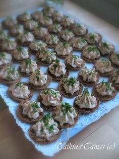 PalttoonNapit lohitäytteellä - TaikinaTaivas - Vuodatus.net Sandwich Cake, Savory Snacks, Fish Recipes, I Foods, Tapas, Food To Make, Catering, Good Food, Appetizers