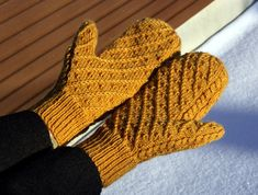 Free pattern on Rav. Knitted Mittens Pattern, Knit Mittens, Mitten Gloves, Knitting Patterns Free, Free Knitting, Free Pattern, Ravelry, Wrist Warmers, Knitted Bags