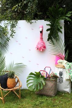 décor tropical jungle sur le blog Maayle Chic http://maaylechic.blogspot.com trophée flamand rose / sac ananas / diy / déco enfant / déco kid