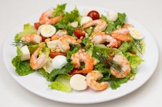 Ingredients: Shrimp (Tiger) — 500 g Salad — 2 beam Tomatoes — 3 pieces. Tomato paste — 200 g Sour cream — 100 g Mayonnaise — 100 g Garlic — 2 cloves Italian salad «Romance for Two Shrimp Recipes, New Recipes, Favorite Recipes, Simple Recipes, Good Food, Yummy Food, Italian Salad, Shrimp Salad, Yummy Appetizers