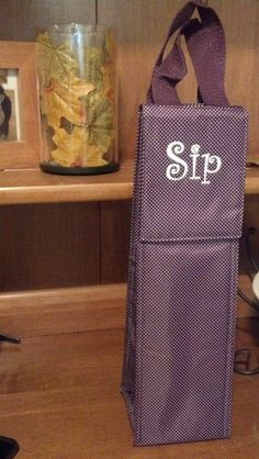 You don't have to personalize your bottle thermal with your monogram.