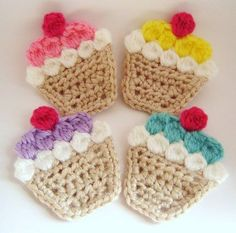 crochet applique no link- just this photo. Basic single crochet then single crochet or slip stitched around the edges. I think the white, colors,& cherry are all picot stitches. Crochet Diy, Cupcake Crochet, Crochet Amigurumi, Crochet Food, Crochet Kitchen, Love Crochet, Crochet Motif, Crochet Crafts, Yarn Crafts