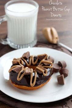 These chocolate peanut butter cup donuts are made with Pillsbury Grands Buttermilk Biscuits, creating an easy gourmet donut at home! Chocolate Peanut Butter Cups, Peanut Butter Recipes, Donut Recipes, Chocolate Peanuts, Chocolate Recipes, Delicious Chocolate, Köstliche Desserts, Delicious Desserts, Dessert Recipes
