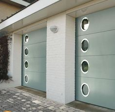 Garage Doors for Mid Century House, MCm garage. in LOVE with the round mid-century modern garage windows! Not to mention the mint paint finish ♥ Modern Garage Doors, Garage House, Modern Door, Mid Century Exterior, Garage Windows, Modern Garage, Mid Century Modern House, Garage Door Design, Modern