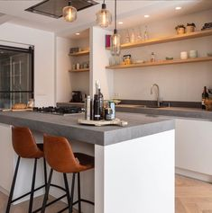 Fantastic modern kitchen room are offered on our site. Read more and you will not be sorry you did. Rustic Kitchen, New Kitchen, Kitchen Decor, Kitchen Ideas, Kitchen Hacks, Small Kitchen Bar, Kitchen Makeovers, Kitchen Flooring, Kitchen Furniture