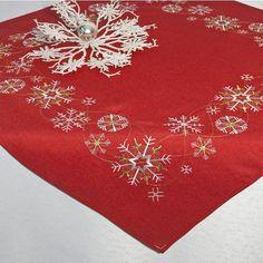 """También sirve como mantel/centro de """"estrellas de Navidad mágica -"""" con calidad sin punto - rojo con luz blanca y de color oro hilos bordados - 85 x 85 - diseo navideño - hacer tu camino de mesa en el mismo diseño disponibles - de la KAMACA-SHOP: Amazon.es: Hogar"""